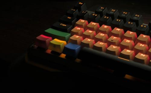 teclado de color naranja